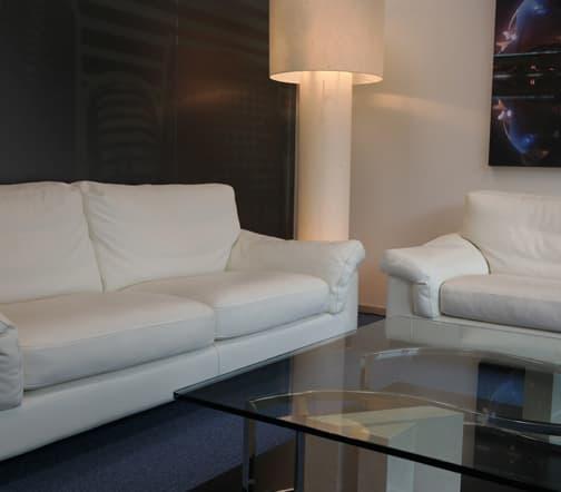 despacho con sofas